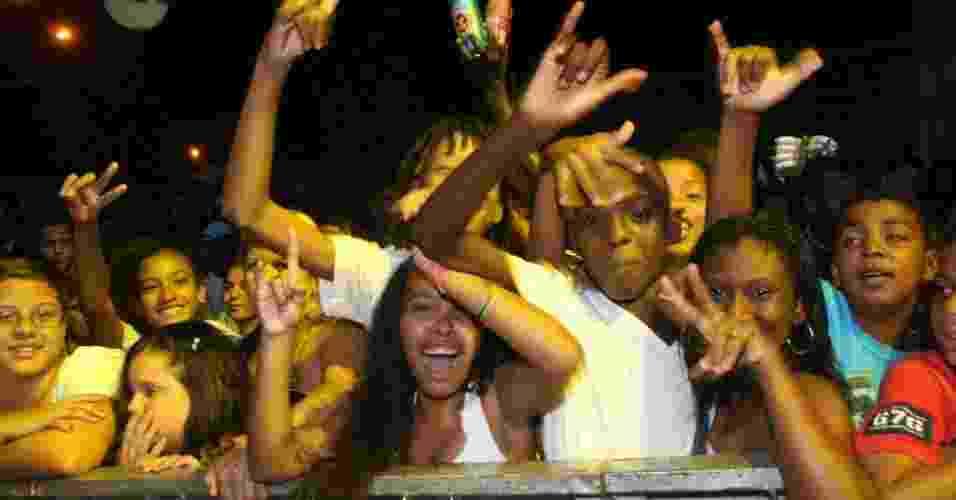 Público curte show de MV Bill no Palco Bangu do Viradão Carioca (4/5/2012) - Zulmair Rocha/UOL