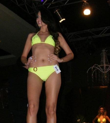 6.mai.2012 - Rayla De La Coleta, Miss Alta Floresta, desfila de biquini durante o evento que escolheu a Miss Mundo Mato Grosso