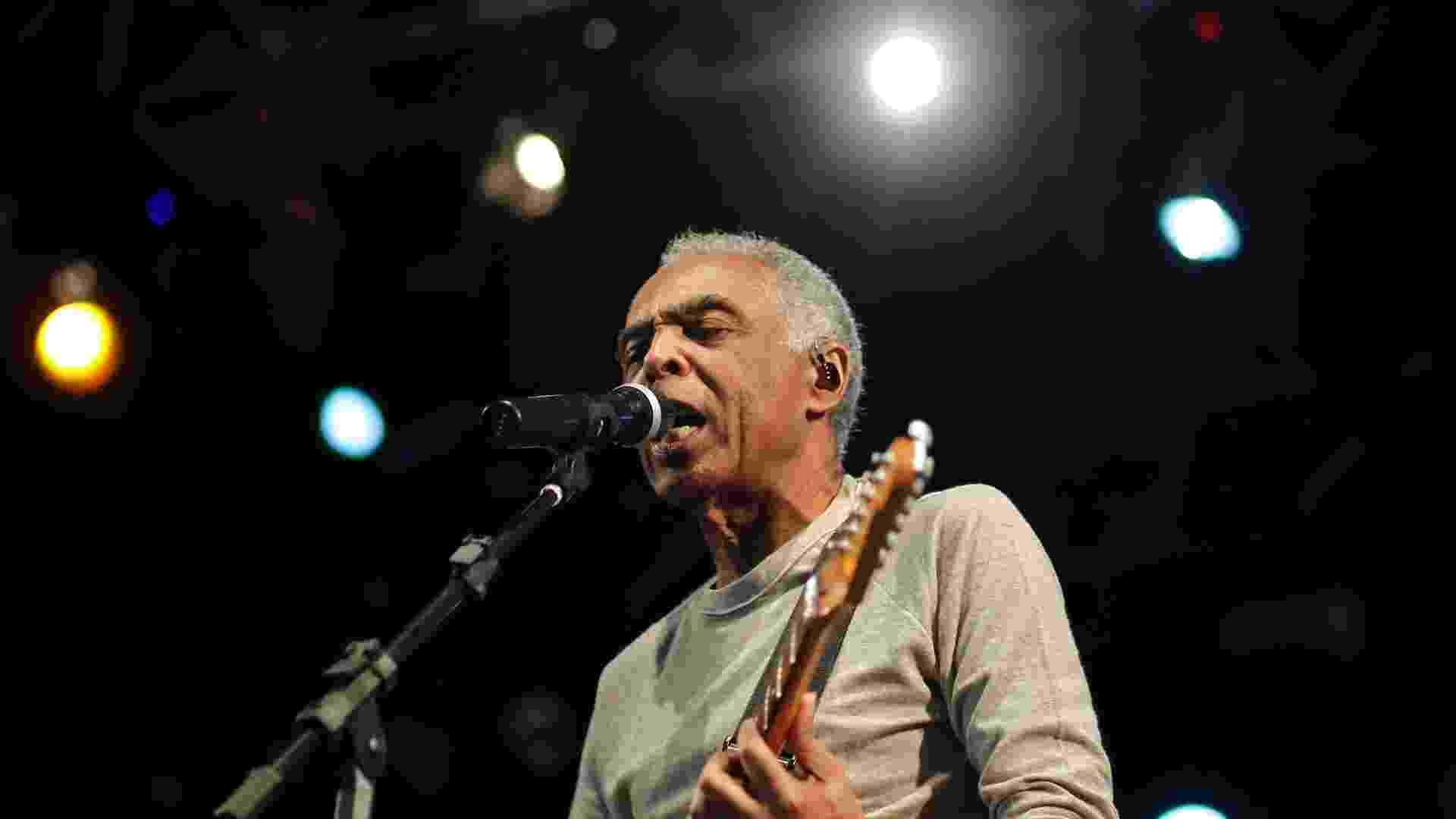 Gilberto Gil encerra a Virada Cultural com apresentação no palco Júlio Prestes, decicado a música negra (6/5/12) - Leandro Moraes/UOL