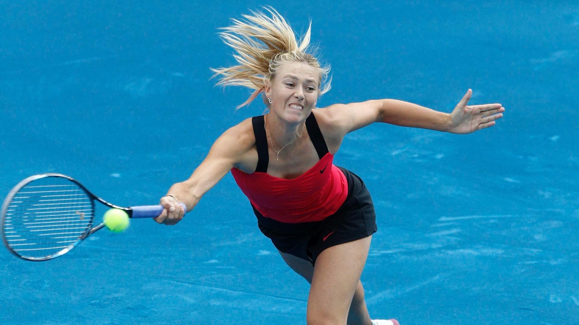 Maria Sharapova estreou com vitória sobre Irina-Camelia Begu no saibro azul de Madri