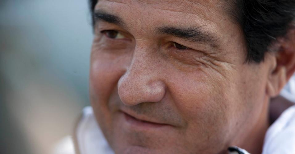 Muricy, em cena não tão comum, esboça sorriso durante final do Paulista