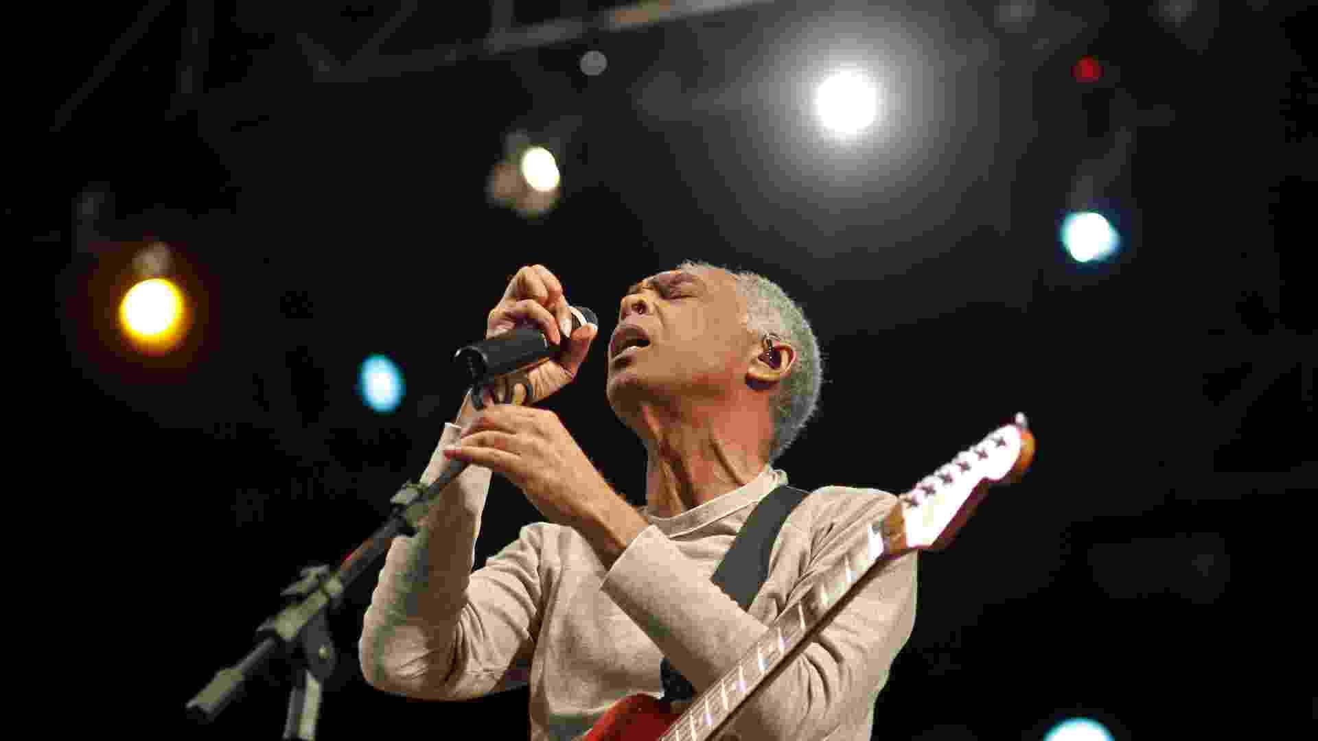 O cantor Gilberto Gil encerra a Virada Cultural com apresentação no palco Júlio Prestes, decicado a música negra (6/5/12) - Leandro Moraes/UOL