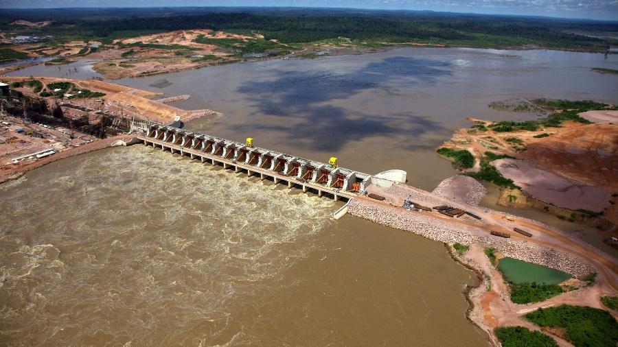 Usina de Jirau, que está sendo construída no rio Madeira. O Brasil lidera a corrida dos países sul-americanos para construção de um conjunto de dezenas de hidrelétricas na Amazônia, mas as reivindicações dos trabalhadores estão interrompendo os projetos - Noah Friedman-Rudovsky/The New York Times