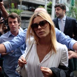 A atriz Carolina Dieckmann chega à Delegacia de Repressão aos Crimes de Informática (DRCI), no centro do Rio de Janeiro, para prestar depoimento nesta segunda-feira (7), após divulgação de fotos íntimas na web