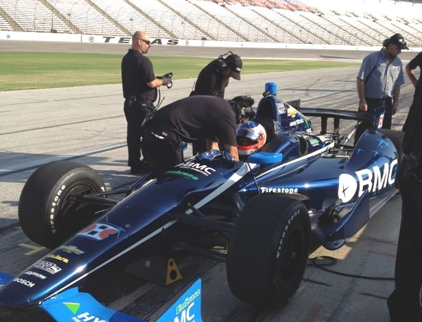 Barrichello se prepara para acelerar em seu primeiro teste em um circuito oval, pela F-Indy