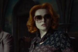 """Helena Bonham Carter é Julia Hoffman no filme """"Sombras da Noite"""" (2012)"""
