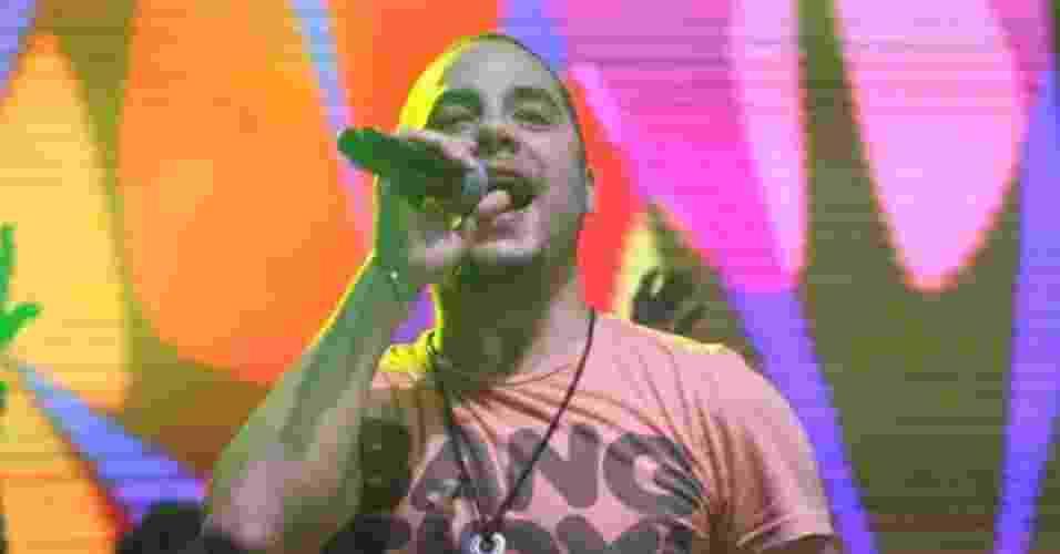 O cantor Levi Lima, da banda Jammil e uma Noites, em show no Viradão Carioca. A banda foi a última a se apresentar no palco Quinta da Boa Vista, depois de Gusttavo Lima (6/5/12) - Zulmair Rocha/UOL