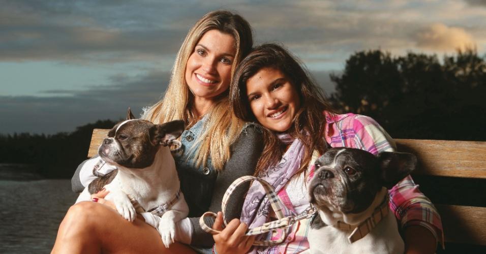 """A atriz Flávia Alessandra posa com a filha Giulia para a """"Contigo!"""" (9/5/2012)"""