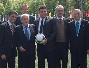 Ministro do Esporte, Aldo Rebelo, e membros do COL visitam representantes da Fifa