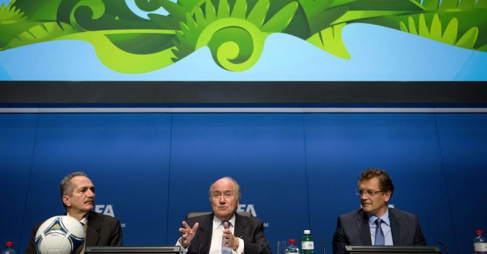 Ministro do Esporte Aldo Rebelo (esquerda) e Jérôme Valcke se reuniram pela primeira vez depois das declarações polêmicas do secretário-geral