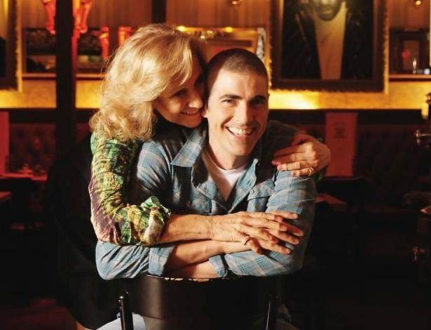 """Reynaldo Gianecchini posa com a mãe Heloísa para a revista """"Contigo!"""" (9/5/2012)"""