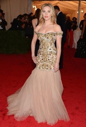 Scarlett Johansson no baile de gala do MET 2012 (07/05/20120