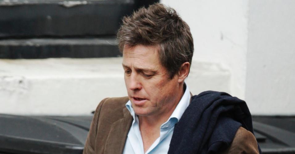 09.mai.2012 - O ator britânico Hugh Grant deixa o inquérito Leveson sobre práticas e ética na mídia, na Alta Corte de Londres, no Reino Unido. A comissão Leveson investiga os desvios de conduta na imprensa britânica no caso das escutas ilegais