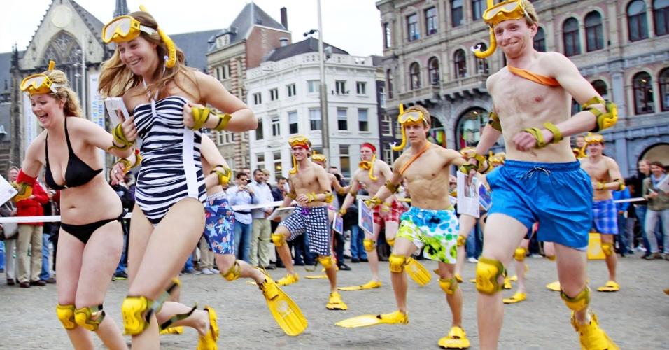 09.mai.2012 - Pessoas participam da Corrida Nacional Flipper, na praça Dam, em Amsterdã, na Holanda