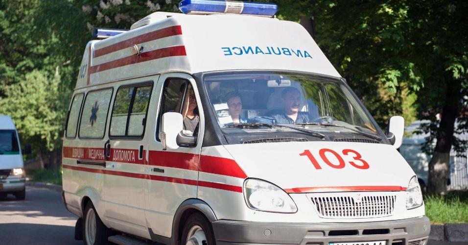 9.mai.2012 - Ambulância transporta a ex-premiê ucraniana Yulia Tymoshenko até hospital em Kharkiv, na Ucrânia