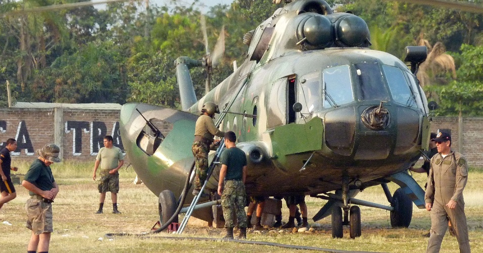 9.mai.2012 - Helicóptero de fabricação russa Mi-17 usado pelas forças do Exército do Peru para combater o terrorismo e o tráfico de drogas nos territórios andinos e amazônicos. Uma aeronova similar caiu deixando ao menos um dos 20 tripulantes morto