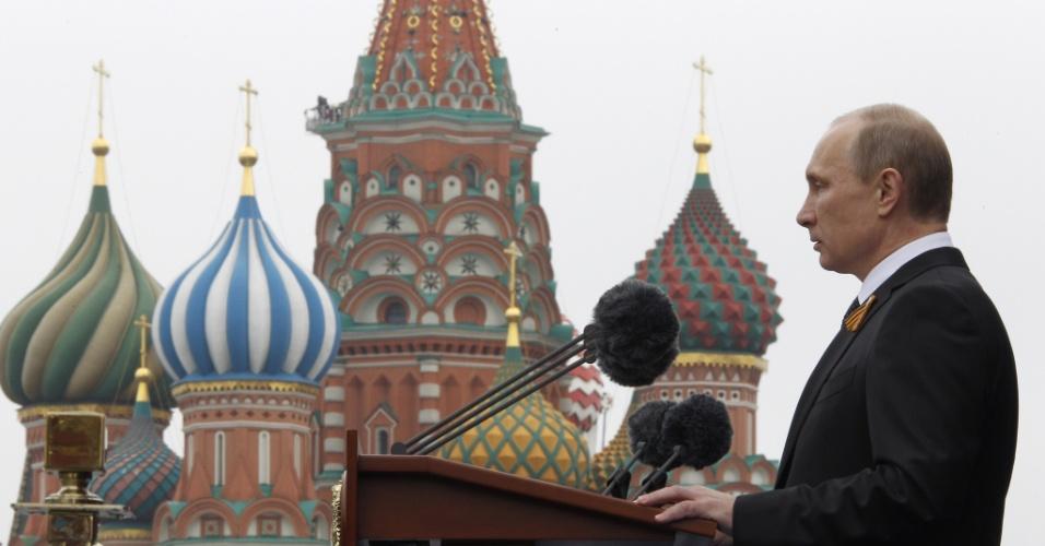 9.mai.2012 - O novo presidente russo, Vladimir Putin, discursa antes de desfile do Dia da Vitória na Praça Vermelha, em Moscou, na Rússia
