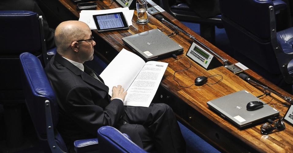 9.mai.2012 - Senador Demóstenes Torres participa de sessão plenária do Senado para votação da Lei Geral da Copa