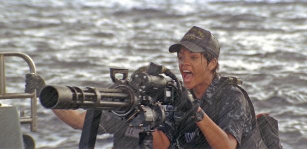 """A cantora Rihanna em cena do filme """"Battleship - A Batalha dos Mares"""""""