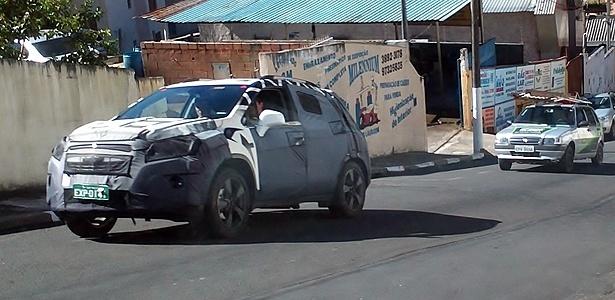 """Chevrolet Enjoy surge em rua de Serra Negra (SP): """"mini-Captiva"""" vai encarar EcoSport e Duster - Júnior Almeida/Esporte Automotor"""