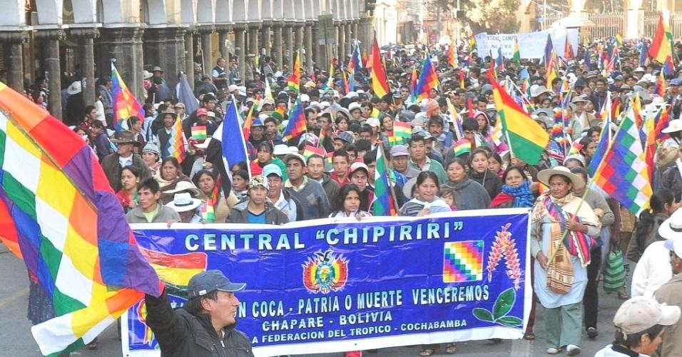 Produtores de coca realizam manifestação em apoio ao presidente da Bolívia, Evo Morales, em 9.mais.2012, na cidade de Cochabamba. O ato pró-Evo é realizado durante a greve geral de 72 convocada pela Central Obrera Boliviana, por melhores salários