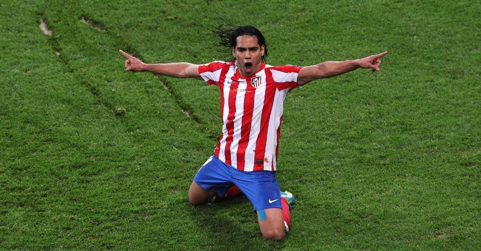Falcao Garcia, do Atlético de Madri, comemora seu segundo gol na final da Liga Europa