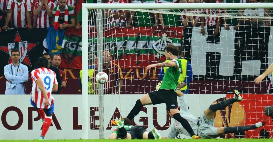 Falcao Garcia marca seu segundo gol na partida contra o Athletic Bilbao