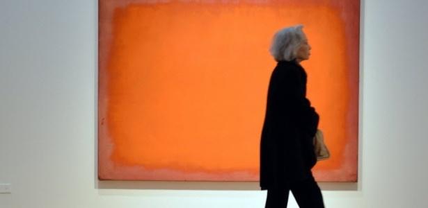 """""""Laranja, Vermelho, Amarelo"""", de Mark Rothko, em exposição na Christie""""s, antes de ser leiloado  - AFP PHOTO/Stan HONDA"""