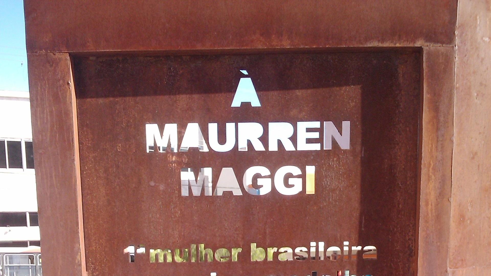 Mensagem gravada no monumento em homenagem a Maurren Maggi, erguido em São Carlos