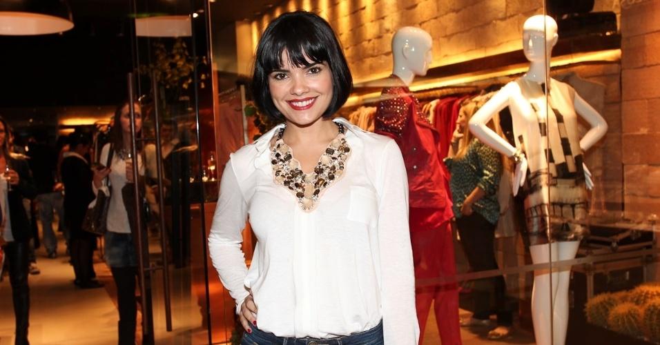 Vanessa Giácomo prestigia a inauguração de uma loja de grife no shopping Iguatemi, São Paulo (9/5/12)