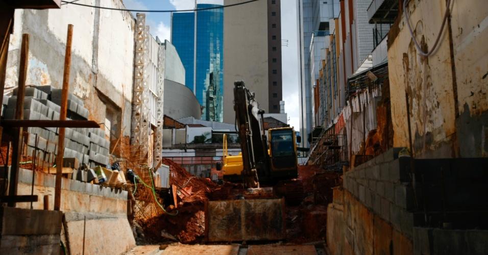 10.mai.2012 - Terreno do hospital Oswaldo Cruz, no bairro do Paraíso, em São Paulo, estava em obras para ampliação, mas a construtora Racional foi flagrada usando trabalho escravo