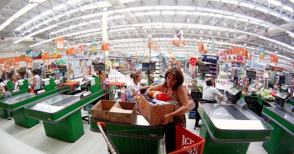 11.abr.2012 - O Sonda Supermercados, 4ª maior rede varejista do Estado de São Paulo, deixou de vender produtos da Ervateira Regina após descobrir que a empresa sediada em Catanduvas (SC), especializada em beneficiar erva-mate para chimarrão, utilizou mão-de-obra escrava