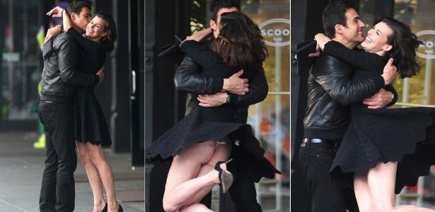 A atriz Milla Jovovich deixa a calcinha aparecer durante gravação de comercial com o ator brasileiro Carlos Casagrande (10/5/12)