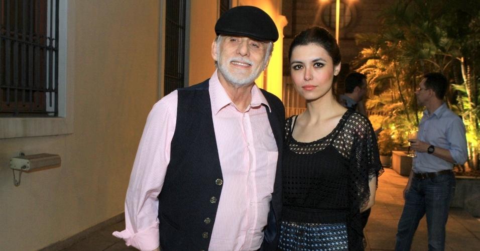 Francisco Cuoco prestigia estreia de espetáculo teatral no Centro Cultural Correios, centro do Rio (10/5/12)