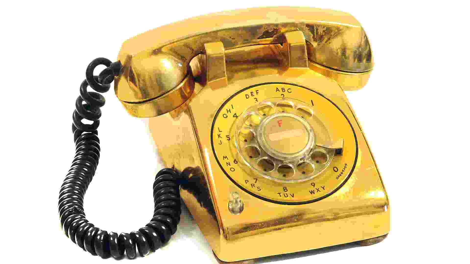 """Item da exposição """"The Elvis Experience"""", que chega ao Brasil em setembro de 2012: o telefone folheado a ouro do quarto de dormir de Elvis - Divulgação"""