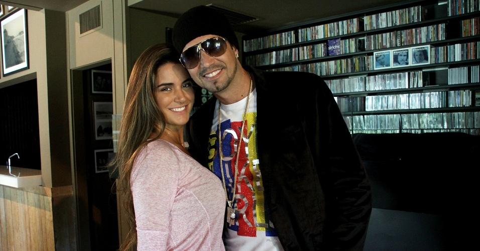 """Latino grava clipe da canção """"In Love"""" no Rio (10/5/12). O vídeo tem direção de Rafael Almeida e contou com a participação da ex-BBB Laisa"""