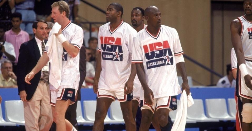 Magic Johnson e Michael Jordan andam lado a lado em treino do