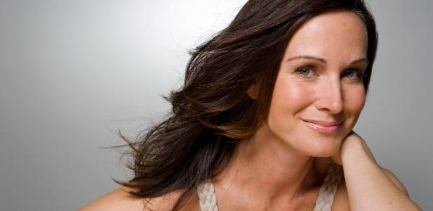 A menopausa, que costuma começar entre os 45 e 55 anos, deixa suas consequências na pele, acelerando o envelhecimento que pode ser combatido com os avanços da indústria cosmética - Thinkstock