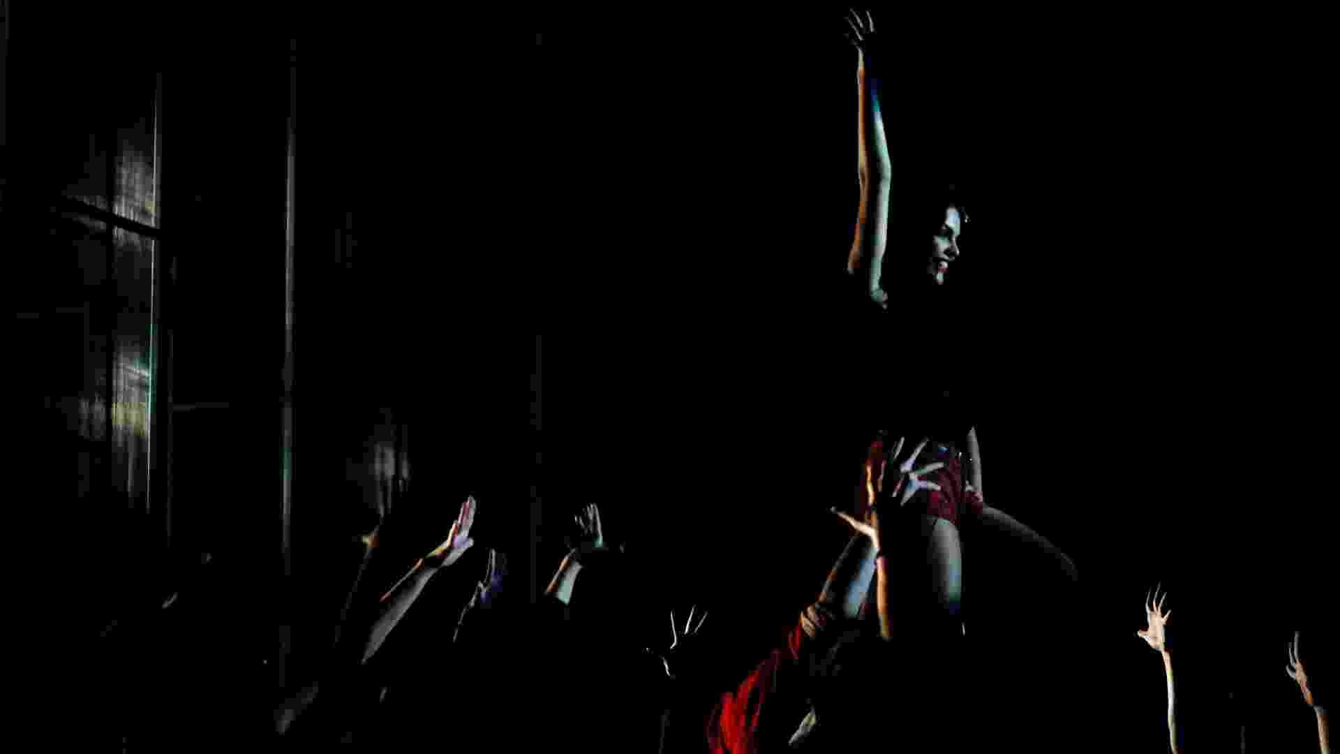"""O espetáculo """"Fame"""" conta a história de um grupo de jovens artistas que buscam o estrelato. O espetáculo estreia em 12 de maio (sexta) e tem Paloma Bernardi, Corina Sabbas e Mari Moon no elenco - Leandro Moraes/UOL"""