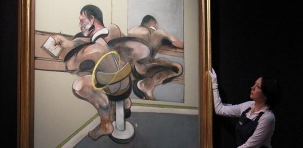 "Pintura ""Figure Writing Reflected in a Mirror"", de Francis Bacon, em exposição na Sotheby""s (9/5/12) - REUTERS/Luke MacGregor"
