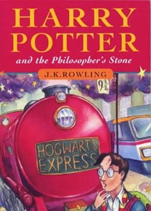 """Capa do primeiro livro sobre o bruxo: """"Harry Potter e a Pedra Filosofal"""", de J.K. Rowling  - Reprodução"""