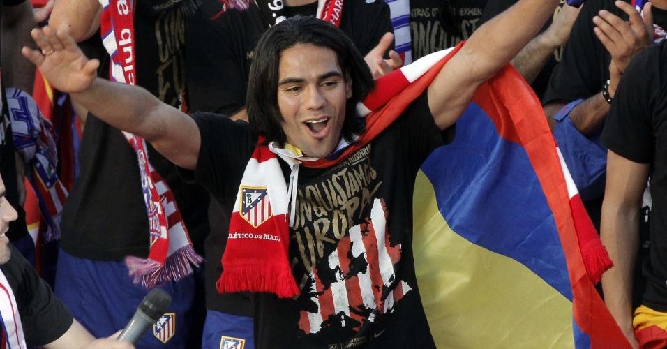 Principal nome da conquista, atacante colombiano Falcao García vibra na festa do clube