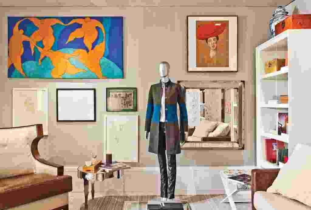 Quarto que também faz função de home office projetado por Nando Marmo - Mostra Artefacto 2012 - Edison Garcia/ Divulgação