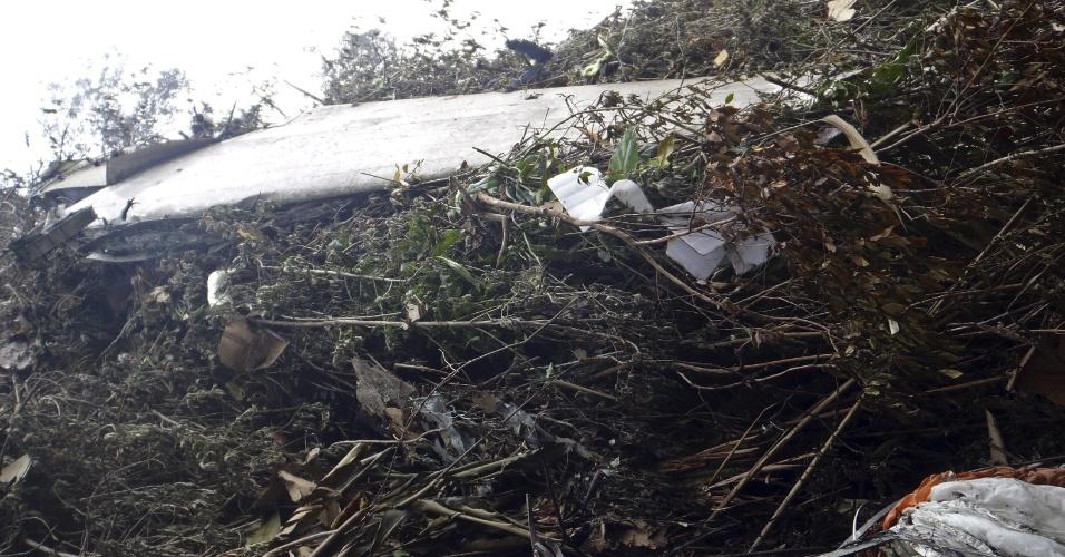 11.mai.2012 - Destroços do avião russo Superjet 100 que caiu no Monte Salak em Bogor, na Indonésia, e deixou 47 mortos
