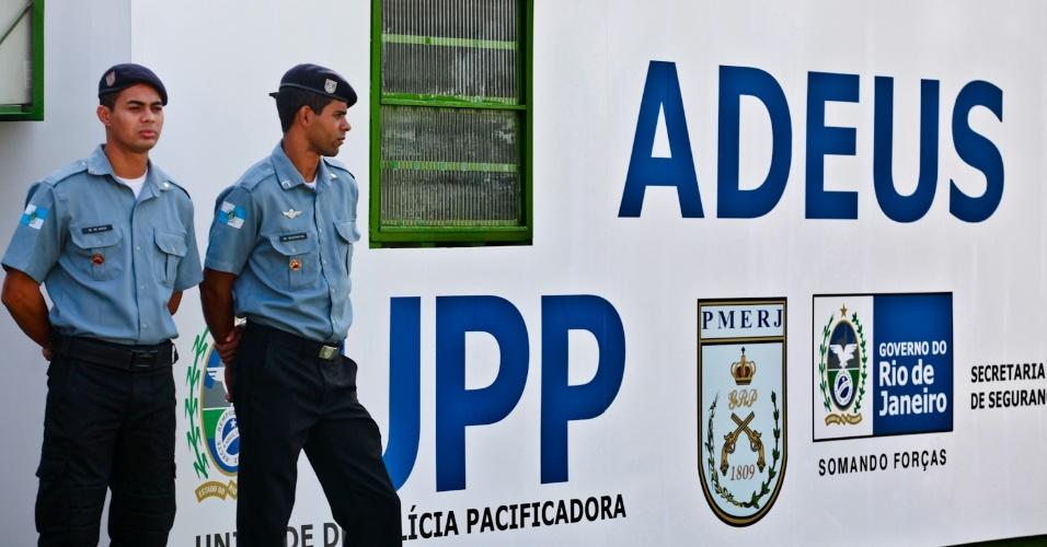 11.mai.2012 - Soldados participam da inauguração da 22ª UPP (Unidade de Polícia Pacificadora) do Rio de Janeiro. A unidade beneficia as comunidades dos morros do Adeus e da Baiana, em Bonsucesso, zona norte da cidade