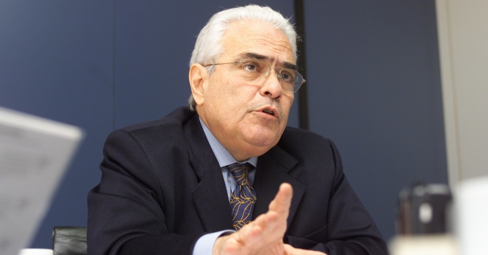 11.mai.2012- O advogado José Carlos Dias é integrante da Comissão da Verdade