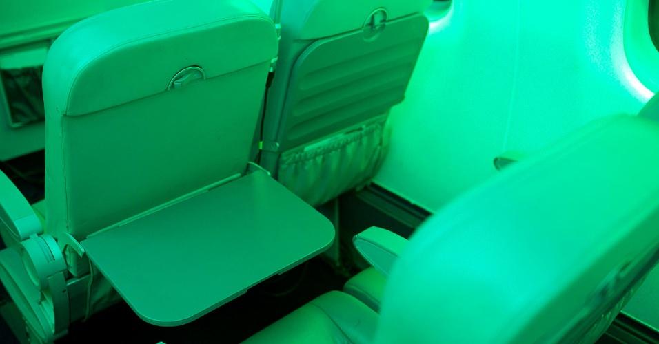 12.mai.2012 - Área interna da cabine de voo construída no Centro de Engenharia e Conforto, na Poli (USP), em São Paulo. Um dos aspectos a ser avaliado pelo estudo é a ergonomia, que vai pesquisar como os passageiros interagem com o espaço disponível nas cabines, buscando propor melhorias