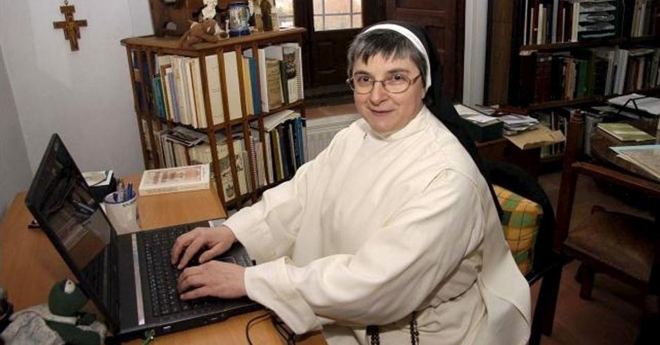 A freira María Jesús Galán ou ''irmã da internet'', como era conhecida entre suas companheiras freiras no convento de Santo Domingo El Real, em Toledo, na Espanha
