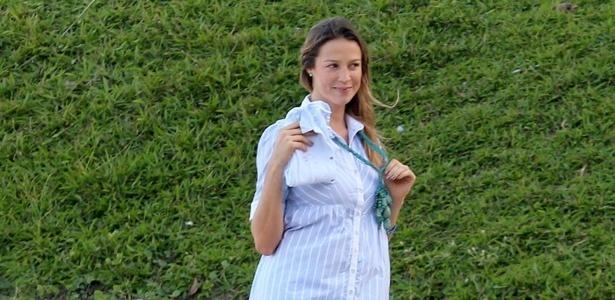 Luana Piovani posa em parque na zona sul do Rio (9/5/12)