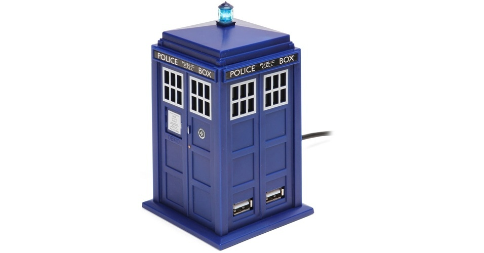 O hub USB Doctor Who Tardis é uma versão miniatura de uma cabine de polícia da década de 50